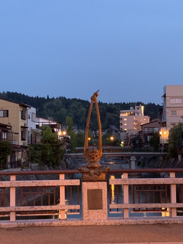 Tenagazo, the Long-arm statue of Takayama