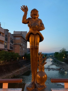 Ashinagazo, the long legs statue of Takayama