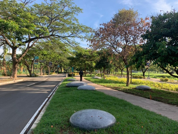 Filinvest City grounds, Sunday
